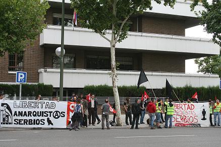 Concentración por la libertad de los anarcosindicalistas de Serbia.
