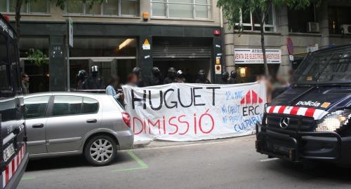 Desallotjament dels estudiants que ocupaven la seu d'ERC. Foto: Apoptosis