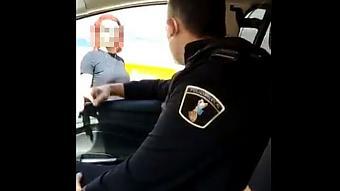 """Policías de Benidorm que llamaron """"cerdo"""" a una mujer trans y lo grabaron en vídeo"""